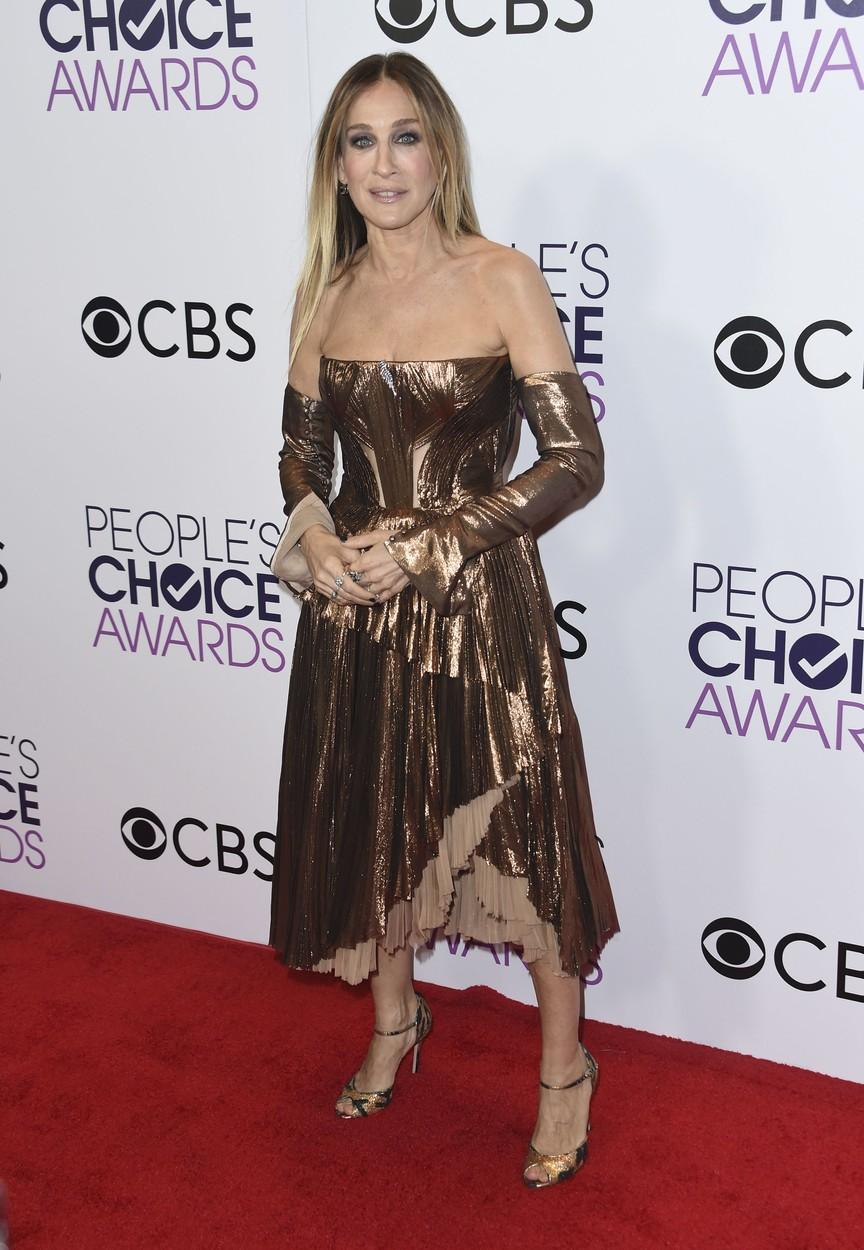 Kész kataszrófák és sikkes ikonok - a leg-leg-leg ruhák a People magazin díjátadójáról