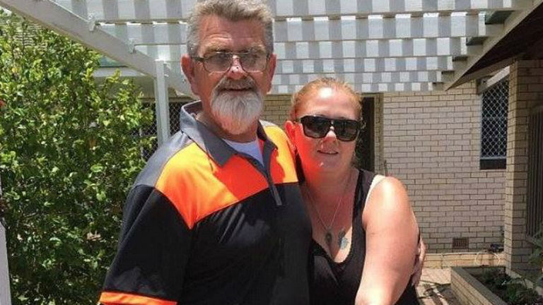 18 éve kereste vérszerinti apját, végig a szomszédjában élt