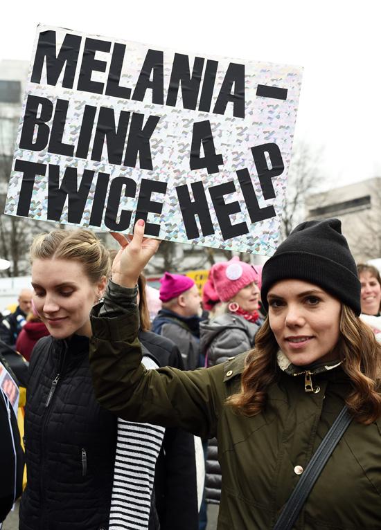 Üzenet Melania Trumpnak a Women's March On Washington tüntetésen