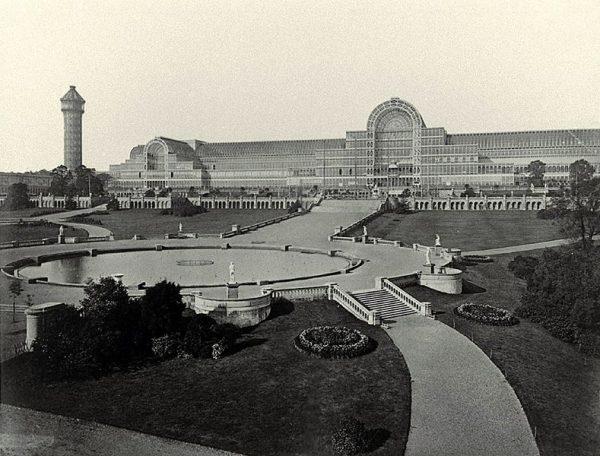üvegház, a Kristálypalota, volt minden idők legnagyobbika, melyet Joseph Paxton tervezett az 1851-es londoni világkiállításra  és a Hyde parkban építették fel. A kiállítás után szétszedték és London