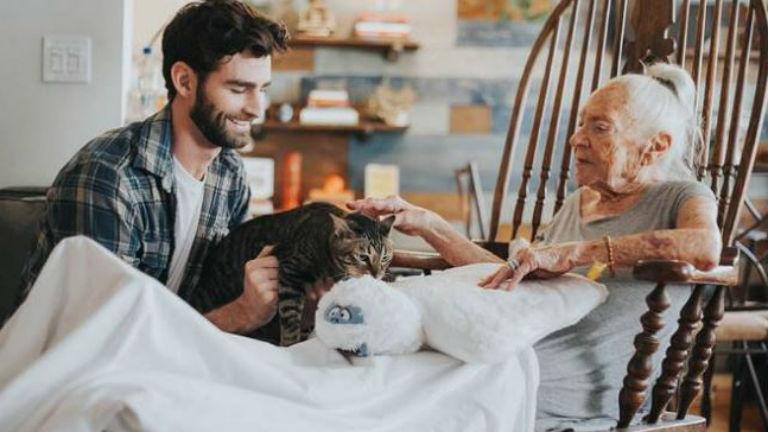 Nem akart otthonba költözni az idős néni, a szomszédja mentette meg