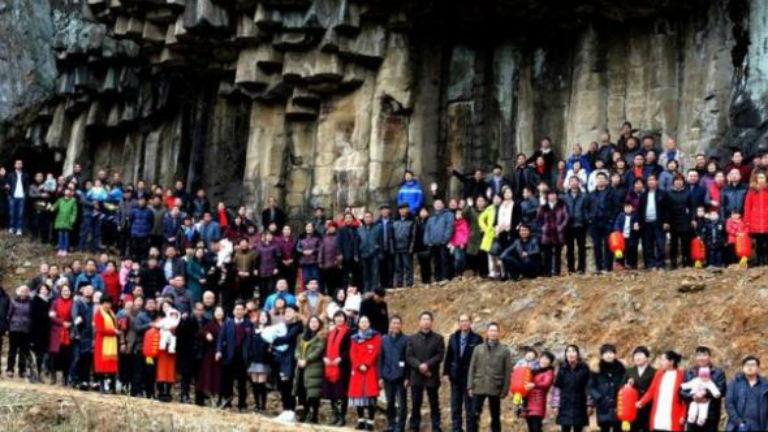 Ilyen, amikor egy 500 fős család áll össze egy fotó erejéig