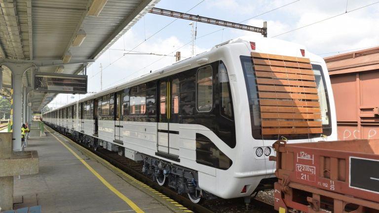 Márciusban indulnak az új metrók