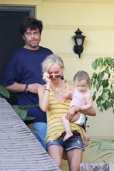 Benicio és Kimberly a babával