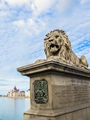 Rémes állapotú a Lánchíd és az oroszlánok