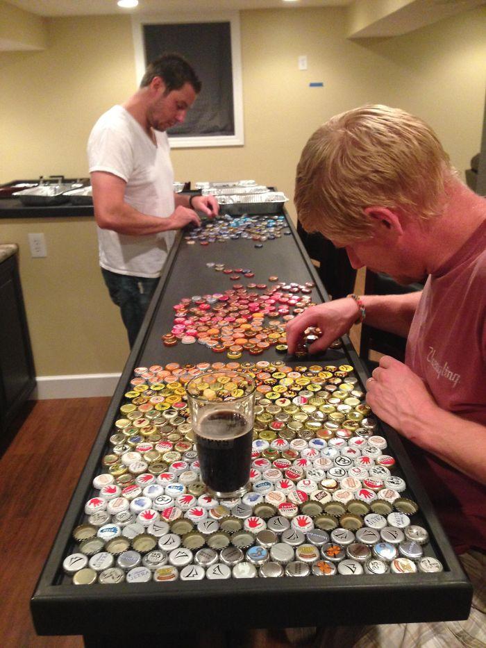 Hihetetlen konyhapultot csinált az 5 éve gyűjtött kupakokból