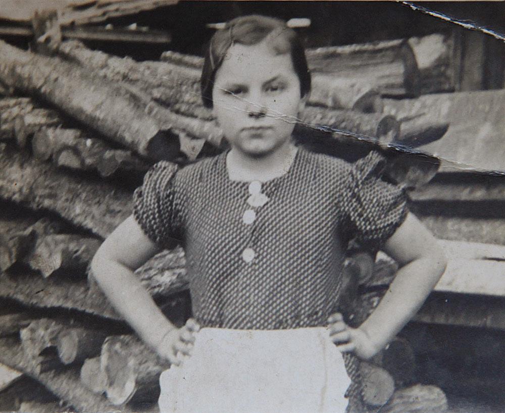 Irma néni kislányként