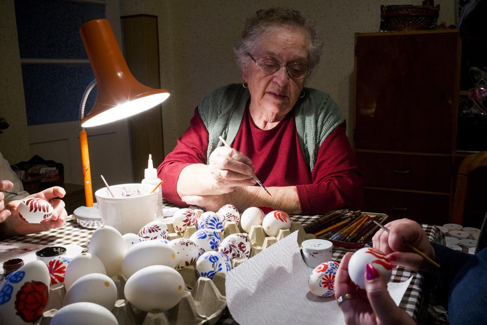 A kalocsai hímzés utolsó Jedije: Vera néni