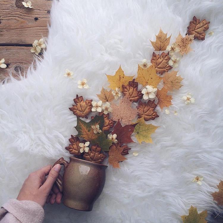 Óvatosan tartsd a csészét, kiömlenek a virágok!