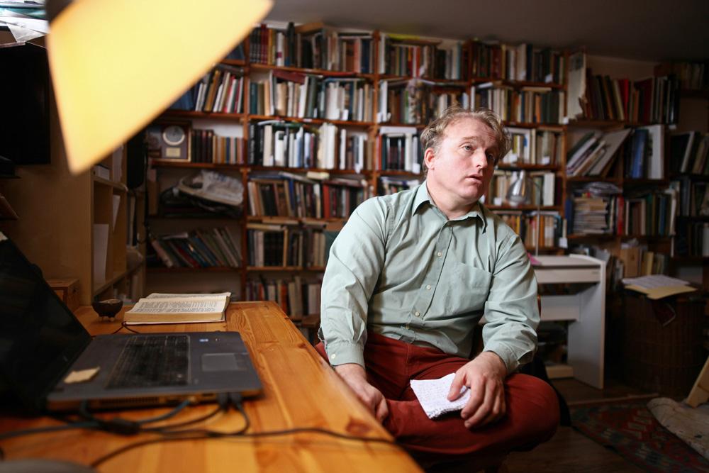 János a dolgozószobájában