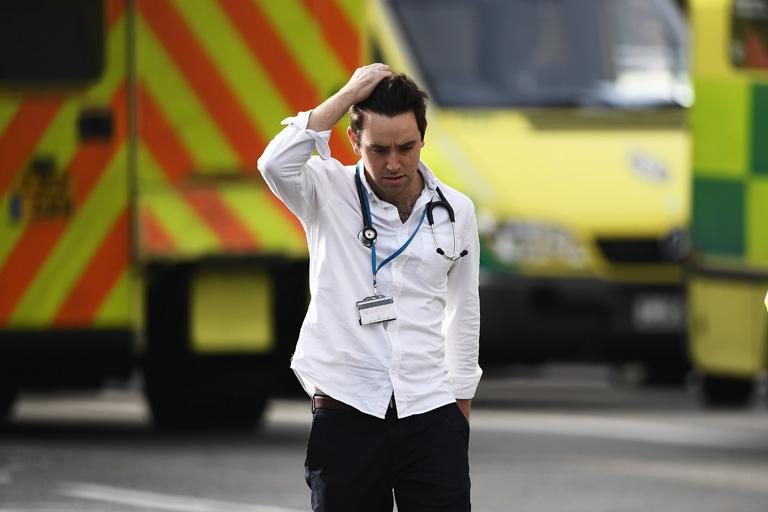 A helyszínen elsősegélyt nyújtó mentősöket is megviselték a látottak