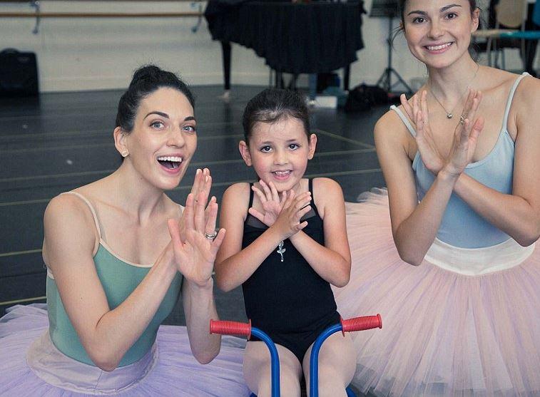 Hetedik szülinapján teljesült az izomsorvadásos kislány álma: balerina lett