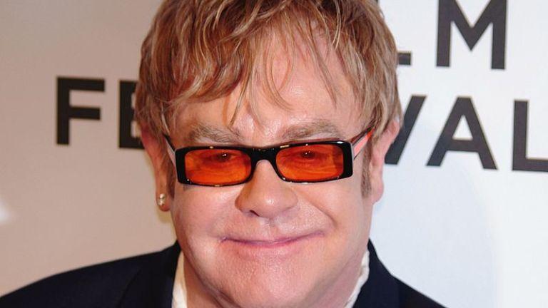 Ez történik ma, Elton John születésnapján