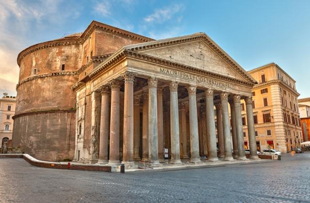 Megdobálta és összetörte a római Pantheon dísztárgyait egy nő