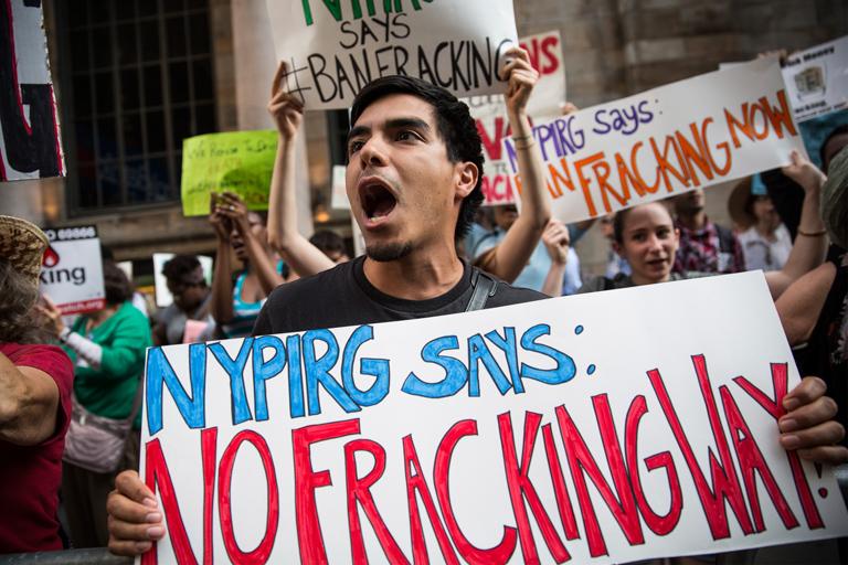 A fracking ellen tiltakozó tüntetők New Yorkban