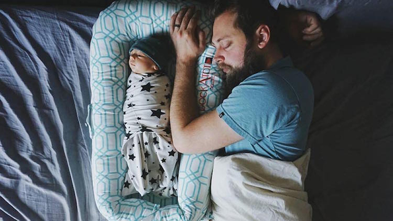 Az apuka szülő és nem egy bébiszitter