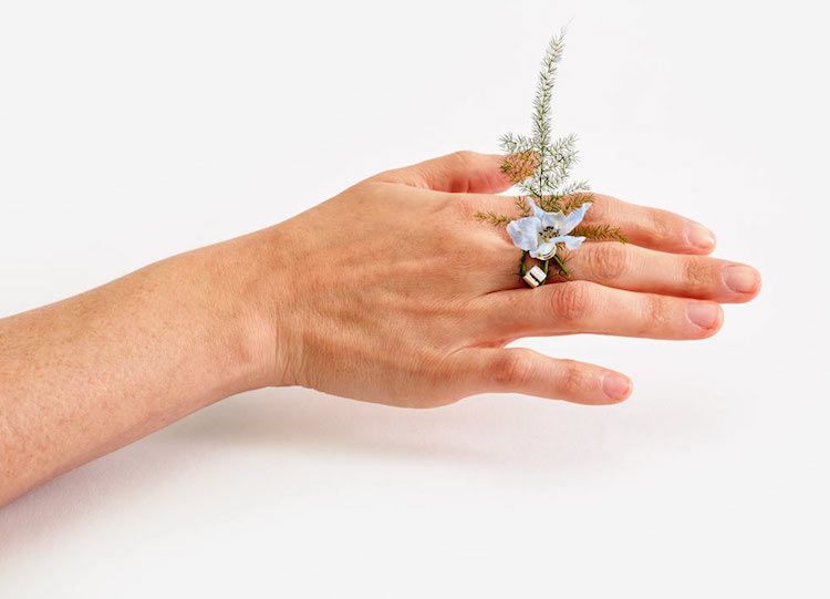 Különleges gyűrűk: virágcsokrok az ujjaidon