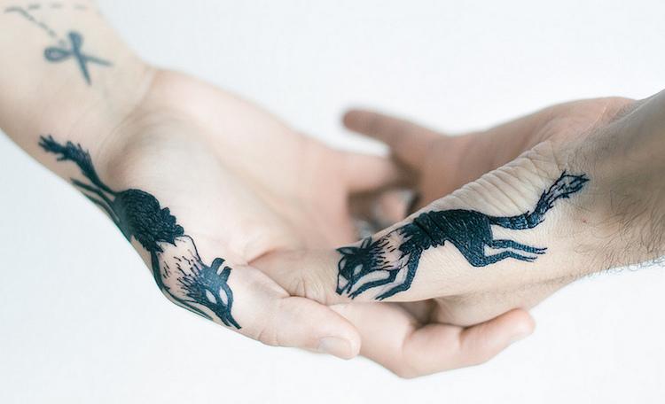 Ezek a kreatív páros tetkók szerelmetek örökké tartói szimbólumai lehetnek