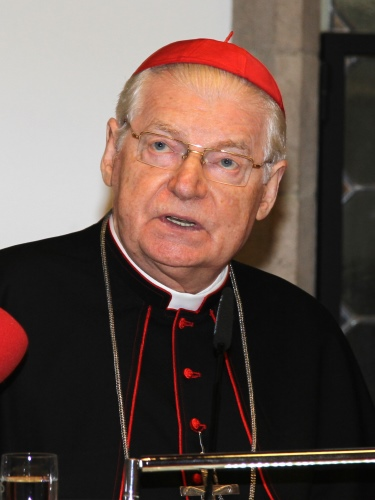 Angelo Scola, milánói érsek szerint Ferenc pápa nem törli el a cölibátust