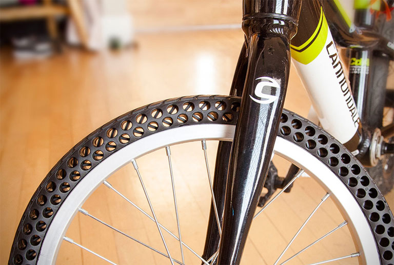 Az Ever Tires lyukacsos kialakítása könnyebb és erősebb kereket eredményez (Fotó: evertires.com)