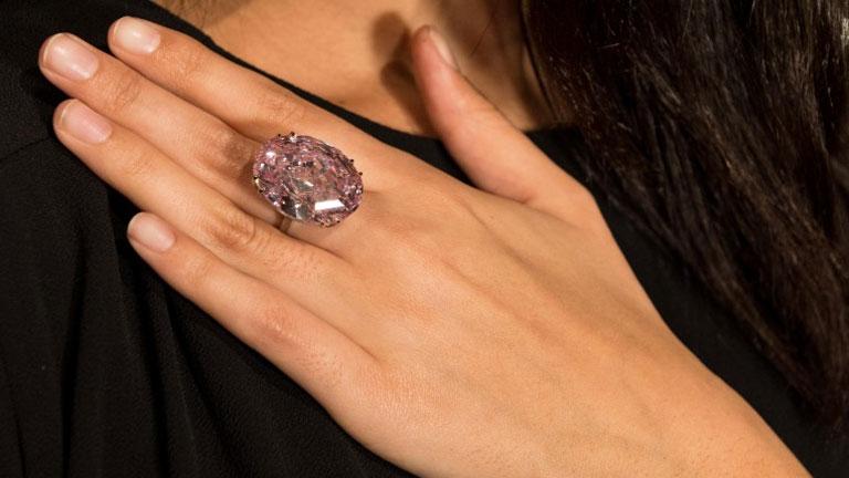 A Pink Star nem hétköznapi ékszer (Fotó: Sotheby's)