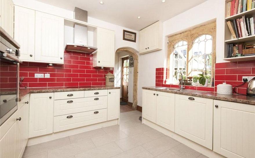 Ez a tündéri, angol mini-kastély kevesebbe kerül, mint egy londoni lakás