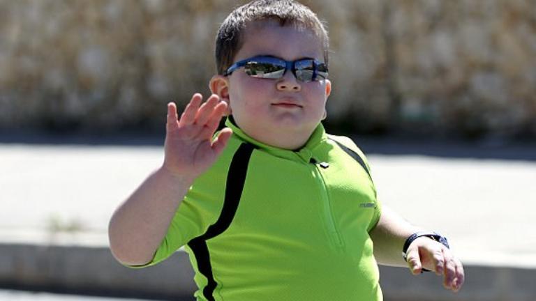 Az életéért triatlonozik a nyolcéves kisfiú