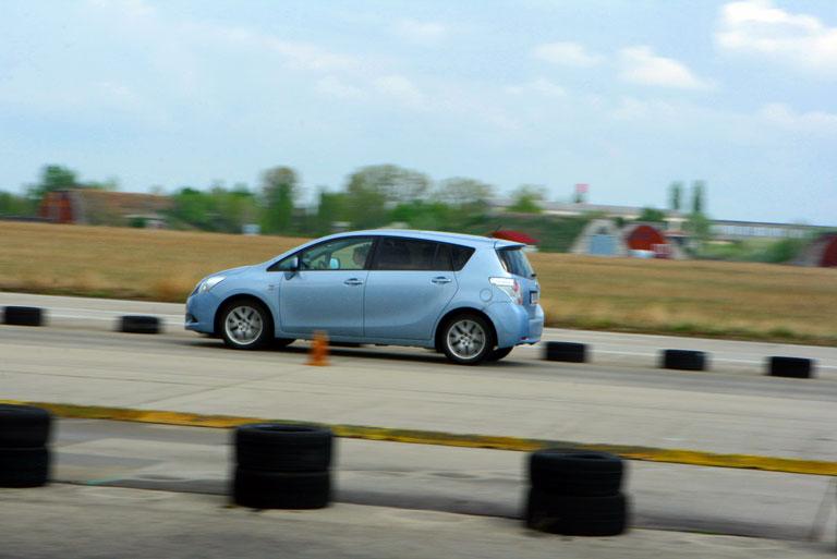 A vezetéstechnikai pályán biztonságos körülmények között lehet megismerni az autó és a vezető határait (Fotó: Szörényi András/Vezess.hu)