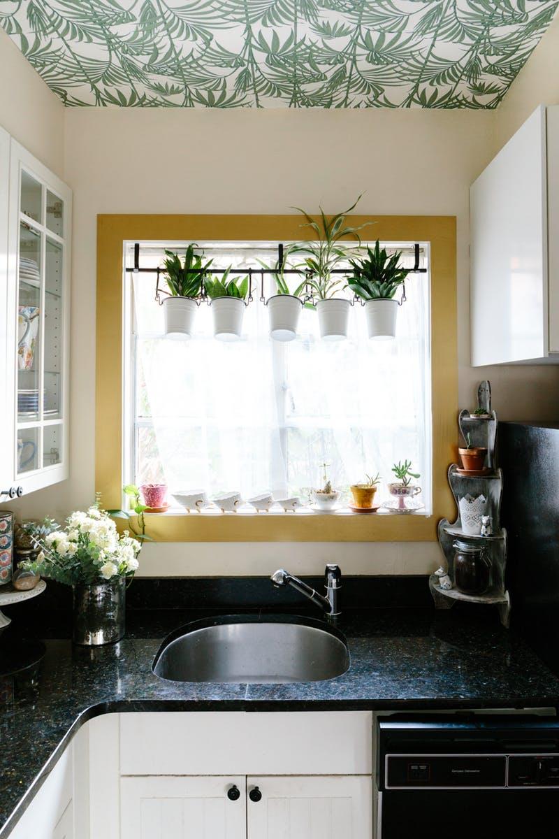 5 ok, hogy miért fesd színesre az ablakkeretet idén tavasszal