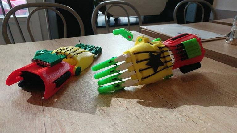 Ezek a kezek egy ghánai projekthez készültek (Fotó: e-NABLE Magyarország/Facebook)