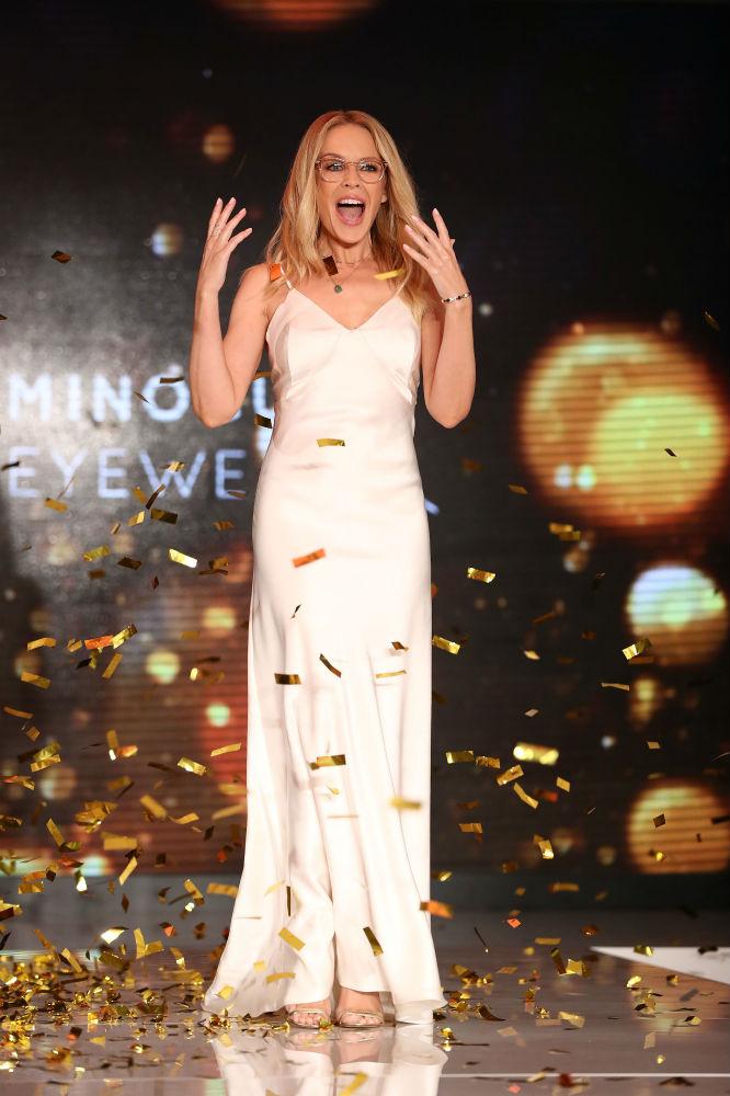 Kilye Minogue II. Erzsébet fiával kavar