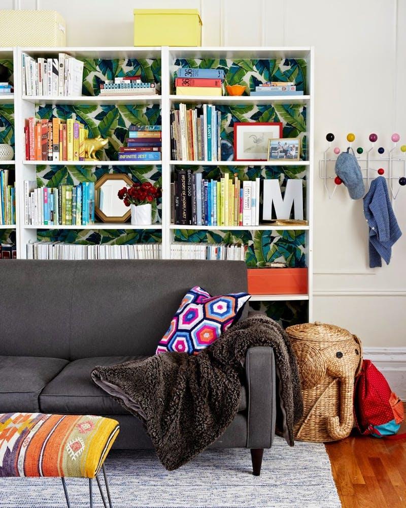 Egyszerű és stílusos trükk, amivel könnyen feldobhatod a könyvespolcot