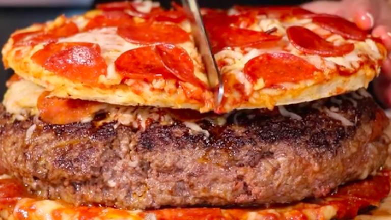 A pizzaburger a legbrutálisabb kajahibrid, amit eddig láttál