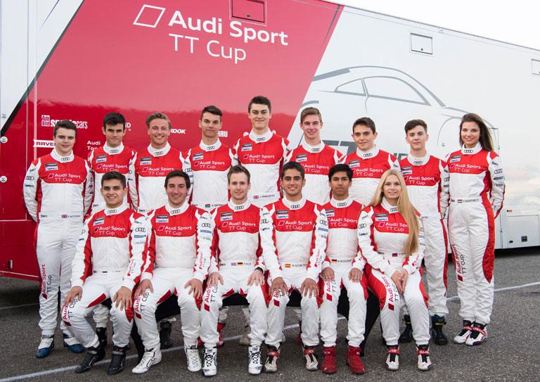 Az Audi Sport TT Kupa indulói, Keszthelyi Vivien a jobb szélen (Fotó: //vivienkeszthelyi.com)