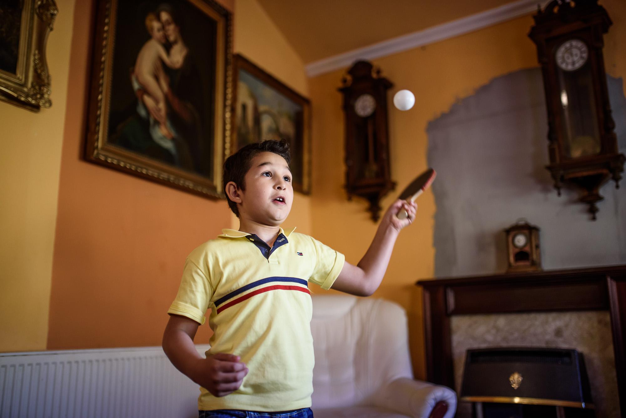 Egy nyolcéves kisfiú, aki hangjával bűvölte el az internet népét