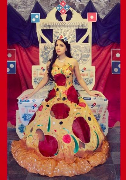 Pizzába öltözött szalagavatóján a fiatal lány