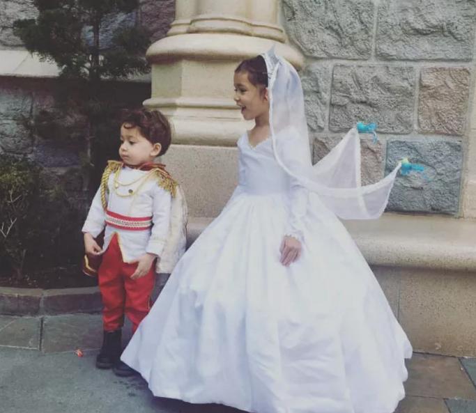 Saját készítésű Disney- jelmezei mentették meg a hajléktalan apát és családját