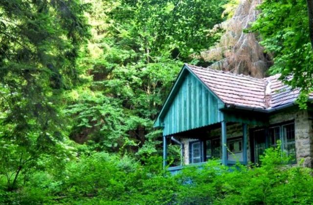Kunyhók a vadonban – hétvégi túratippek Magyarországon