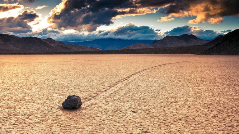 A mozgó sziklák rejtélyét évtizedek óta kutatták (Fotó: Tumblr)