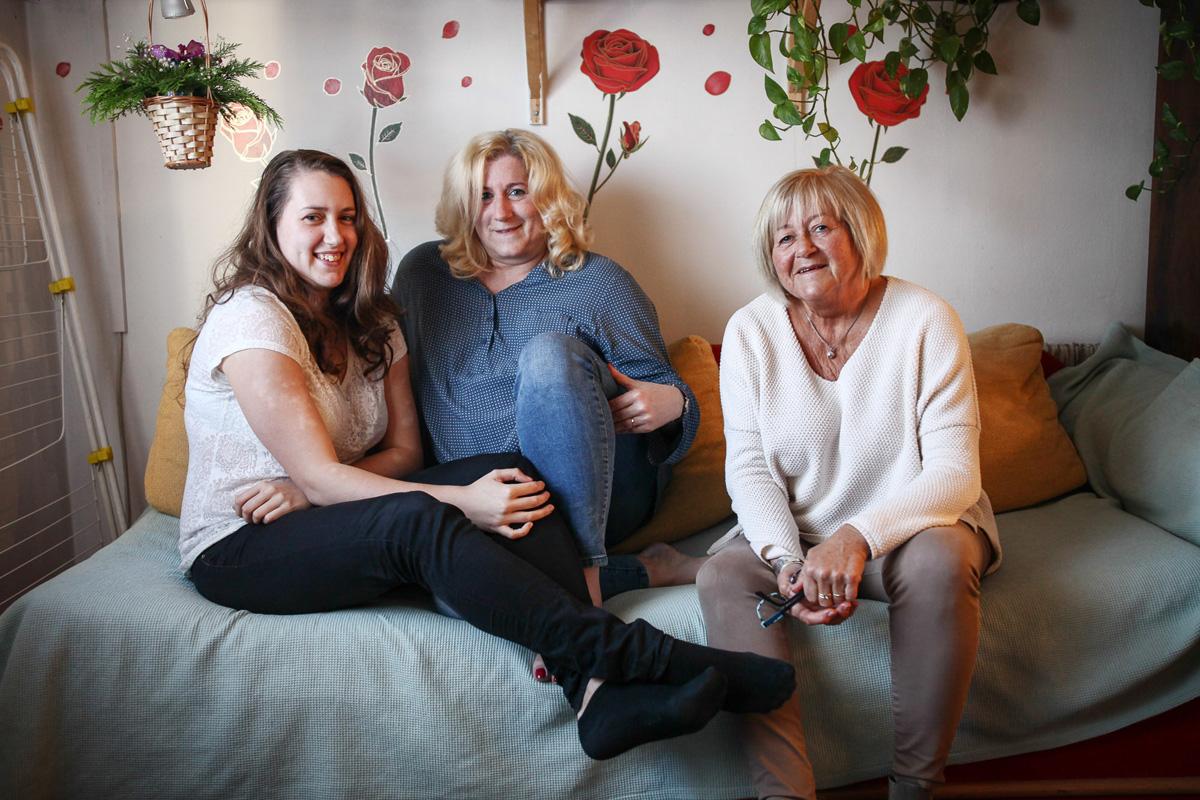 Tamara, édesanyja Katalin és nagymamája
