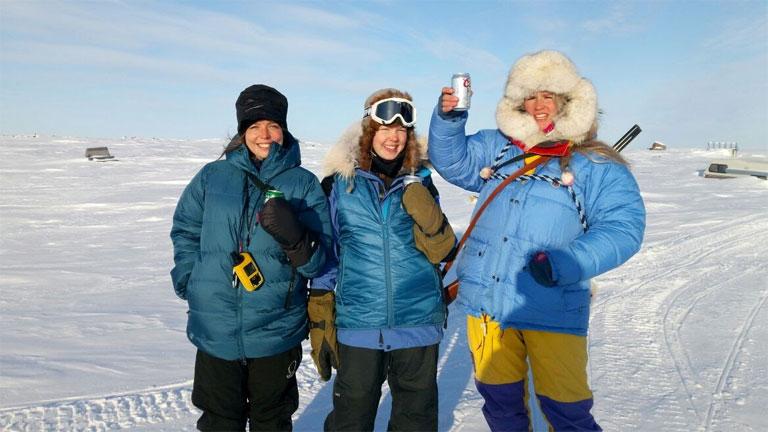 Wynne-Hughes Veronika (b.) és két norvég társa, az indulás előtti napon (Fotó: Antarctrip.com)
