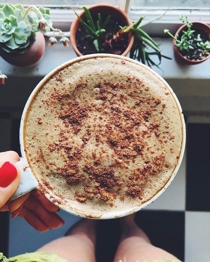 Ezért tesznek egyre többen kollagént a kávéjukba