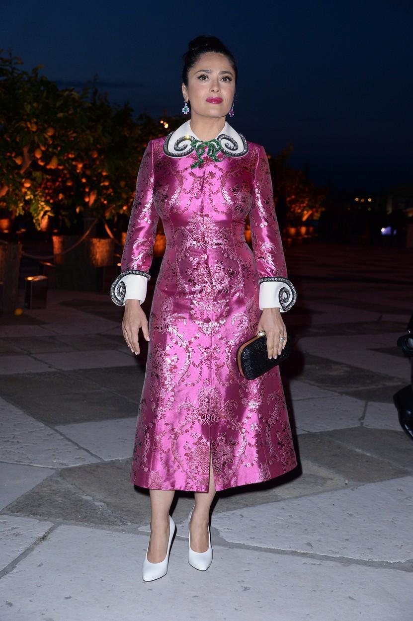 Az 50 éves Salma Hayek pink parókában villog Cannes-ban - fotó