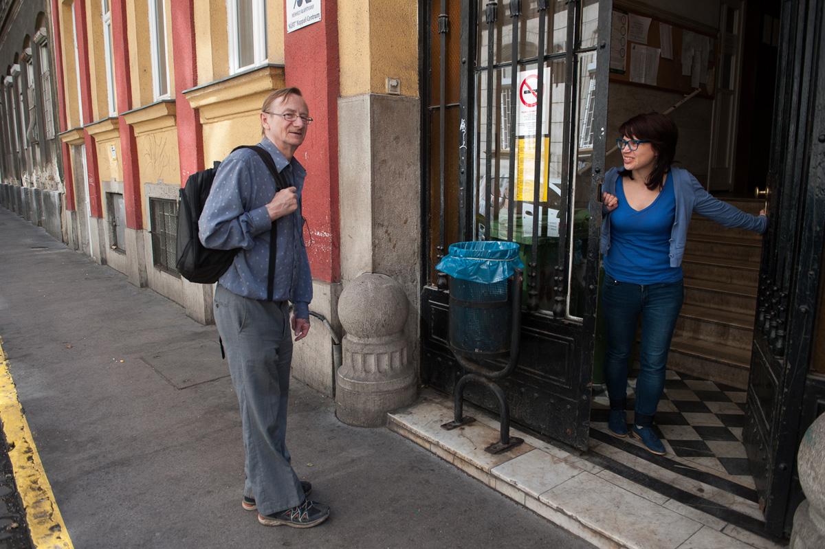 Gábor, a hajléktalan festőművész boldognak érzi magát