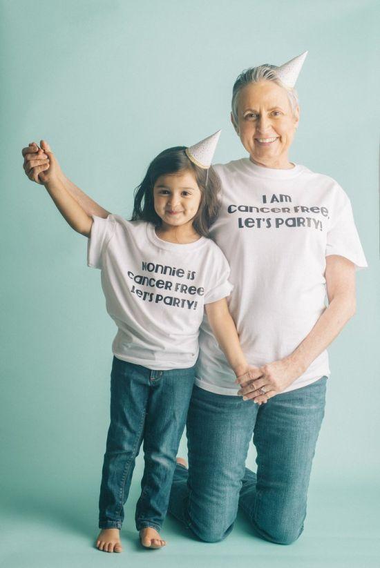 Az unokájával ünnepli a nagyi, hogylegyőzte a rákot - fotók