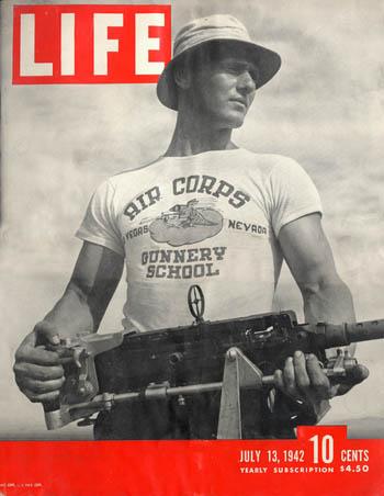 Katonai aláöltözetből unisex alapdarab – A póló története