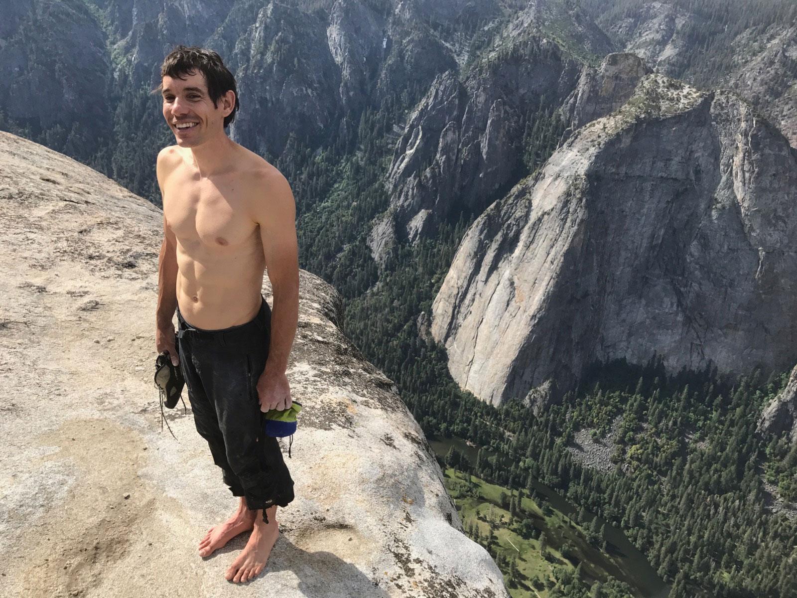 Biztosítókötél nélkül mászta meg a brutális sziklafalat Alex