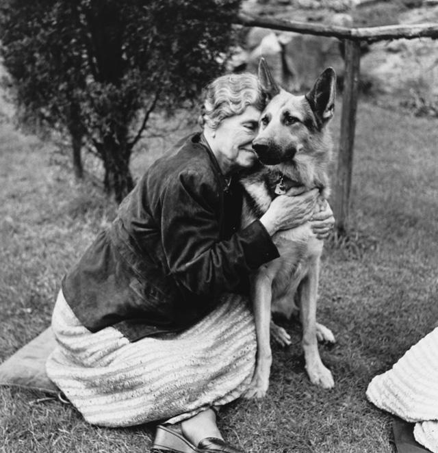 Helen és német juhásza (Fotó: Getty Images)
