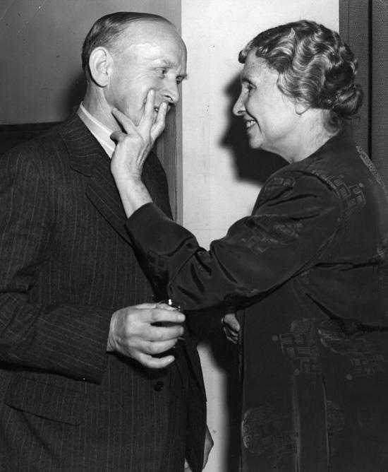 Rt. Hon. W. Paling és Helen Keller (Fotó: Getty Images)