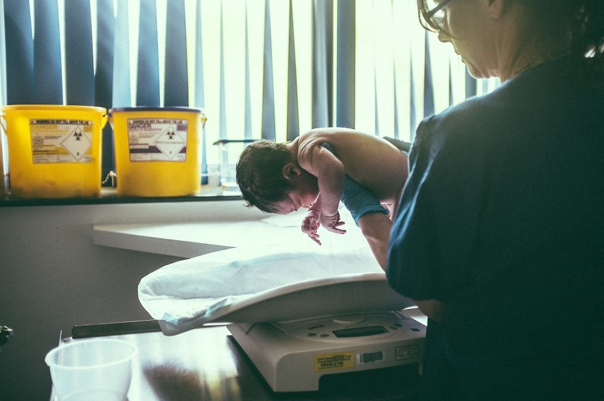 Intim fotókon örökítette meg első gyereke születését